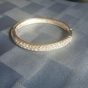 Jewelry - Hinged bangle